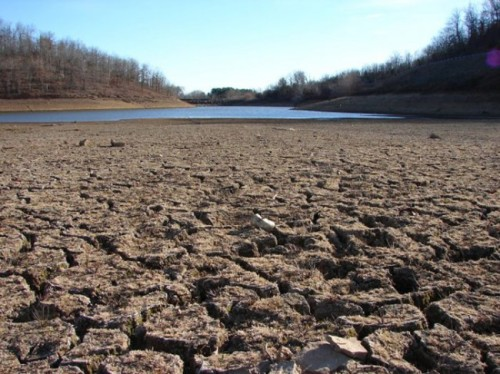 California_Drought_Dry_Riverbed_2009-650x487